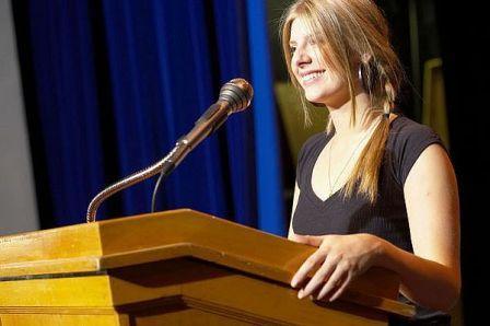 Contoh Pidato Bahasa Inggris Tentang Kebersihan Lingkungan Sekolah