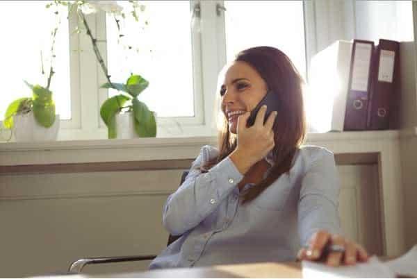 Dialog atau Percakapan Bahasa Inggris di Telepon Kantor dan Artinya